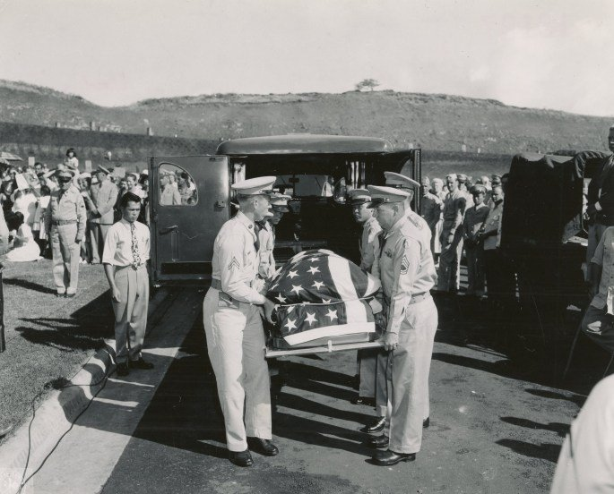 The body of Ernie Pyle was laid to final rest in the new Punchbowl Memorial Cemetery of the Pacific, Oahu, July 19, 1949. Photo courtesy of National Archives